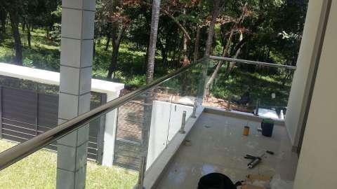 Baranda y escaleras en acero inoxidable y blindex - 8