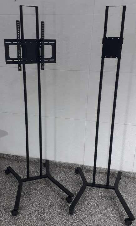 Soporte de piso móvil para tv 2 metos, con ruedas , hasta 70 - 2