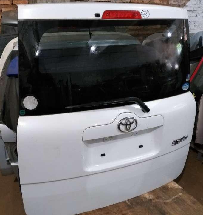 Tapa trasera para Toyota Sienta - 3
