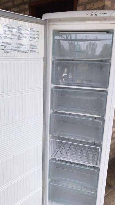 Freezer Vertical Electrolux FE 260 litros - 1