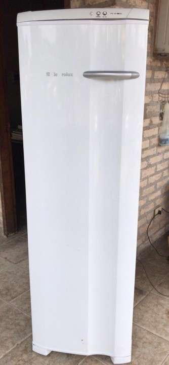 Freezer Vertical Electrolux FE 260 litros - 0
