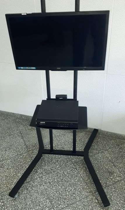 Soporte de piso móvil para tv 2 metros con ruedas - 2