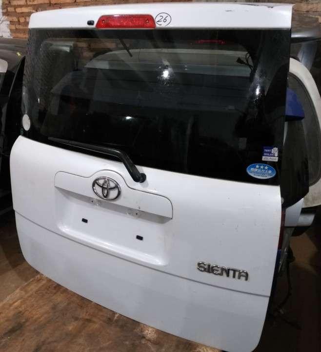 Tapa trasera para Toyota Sienta - 1