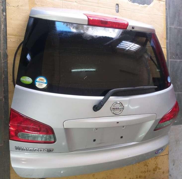 Tapa trasera para Nissan Wingroad - 1