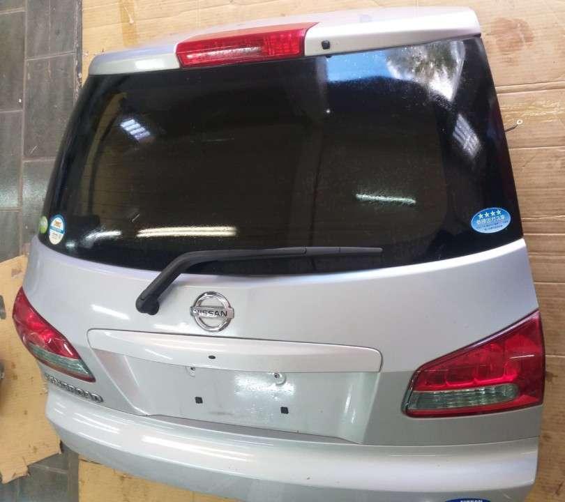 Tapa trasera para Nissan Wingroad - 2