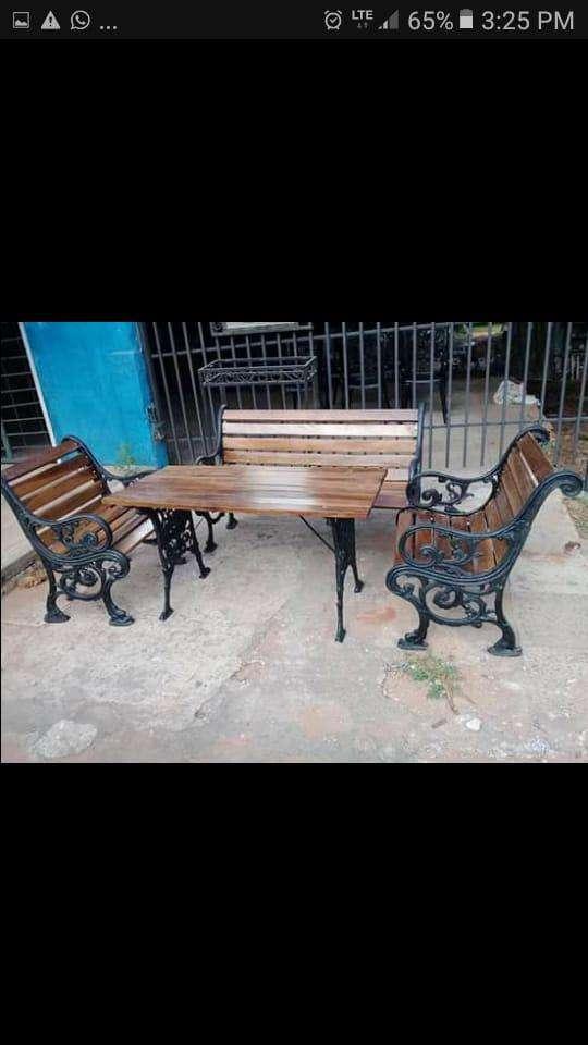 Mueble metálico y de maderas - 1
