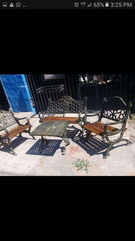 Mueble metálico y de maderas - 2