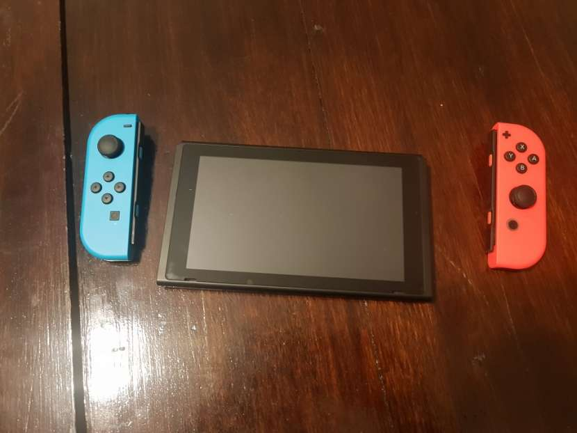 Nintendo Switch - 1