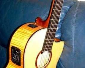Guitarra profesional yamaha NCX900