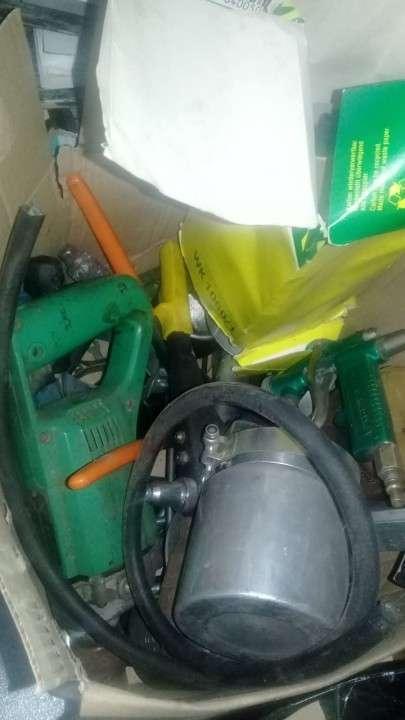 Lote de repuestos y herramientas p/ camiones pesados - 4