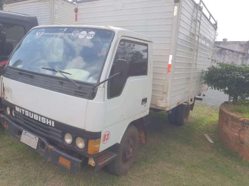 Mitsubishi Canter 1995 con furgón para 6500 kg - 0