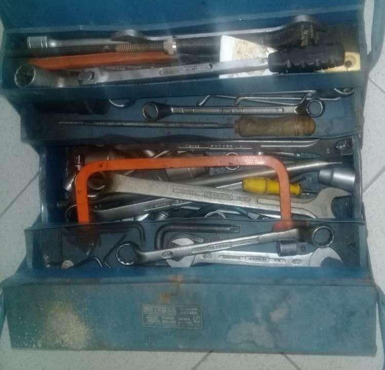Lote de herramientas y repuestos para camiones pesados - 0