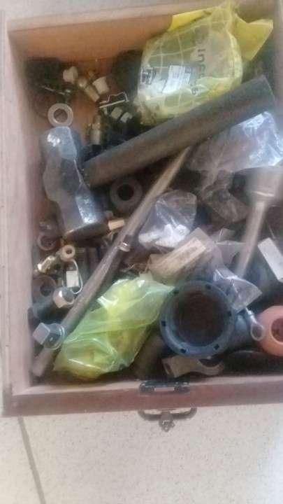 Lote de herramientas y repuestos para camiones pesados - 6