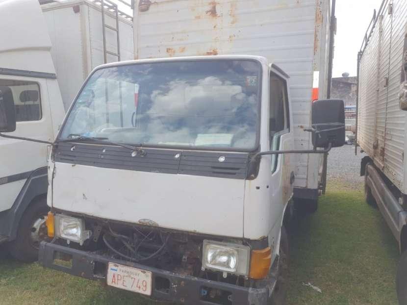 Mitsubishi Canter 1989 con furgón para 5000 kg - 0