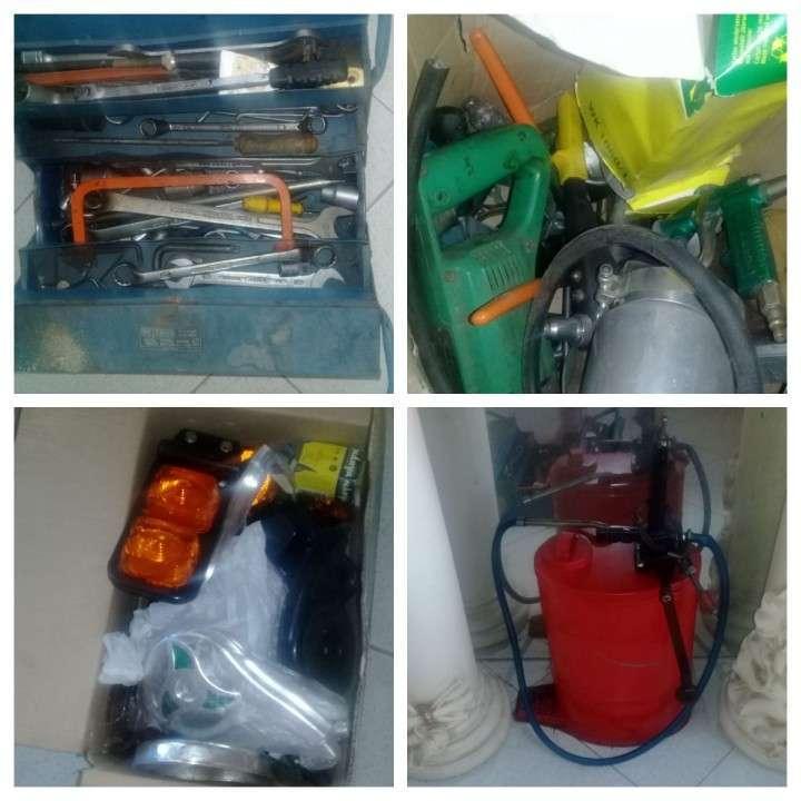 Lote de repuestos y herramientas p/ camiones pesados - 0
