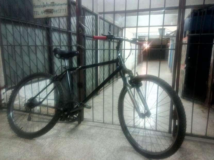 Bicicleta Bizarre - 0