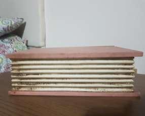 Baúl en forma de libro