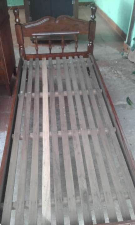 Cama de una plaza de madera - 2