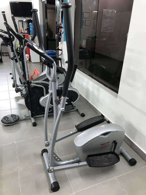 Bicicleta estática y dos elípticas - 2