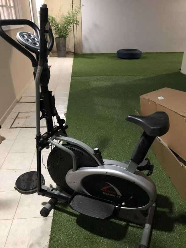 Bicicleta estática y dos elípticas - 3