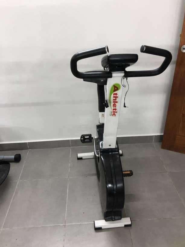 Bicicleta estática y dos elípticas - 4