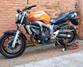 Moto Yamaha FZ6