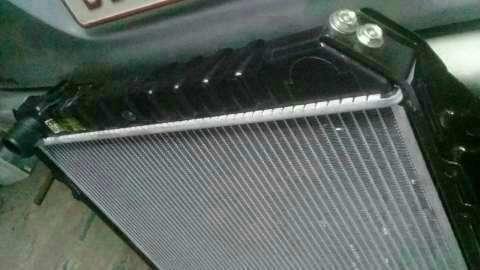 Radiador para toyota Hilux LN106L - 1