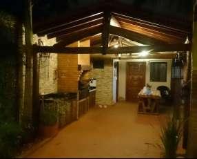 Casa amoblada en Fernando de la Mora COD 2239