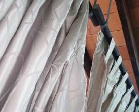 Dos cortinas de 170 x 230 con su madera