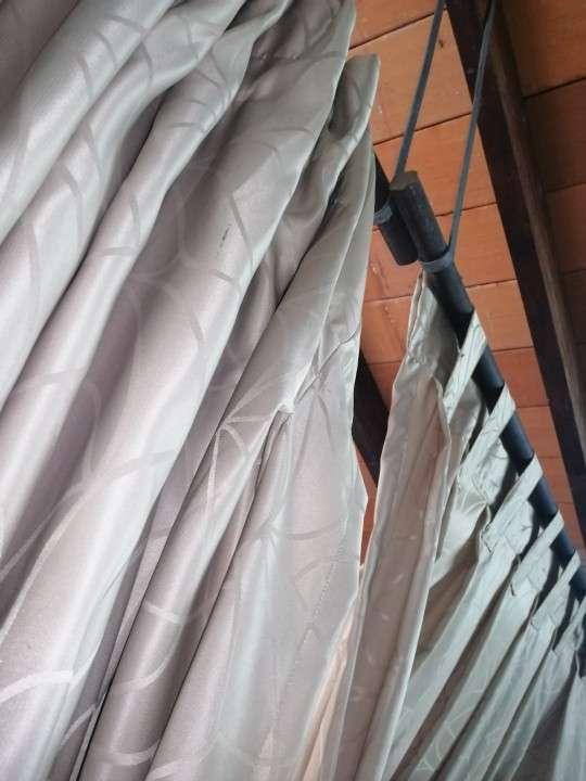 Dos cortinas de 170 x 230 con su madera - 0