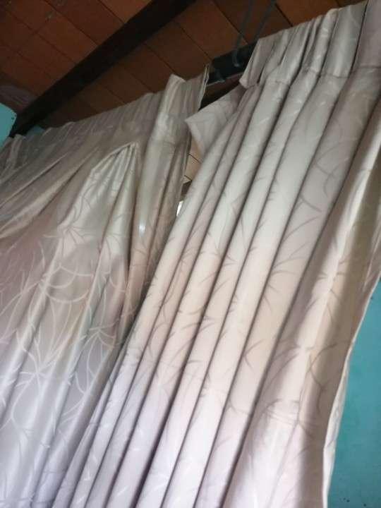 Dos cortinas de 170 x 230 con su madera - 1
