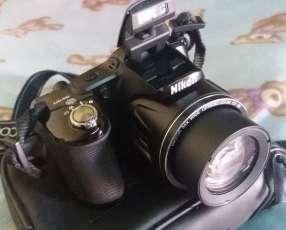 Cámara semiprofesional marca Nikon Coolpix 830