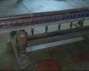 Mesa de comedor colonial antigua