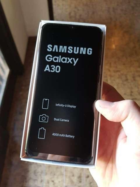 Samsung Galaxy A30 - 1