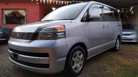 Toyota Voxy 2003 - 2