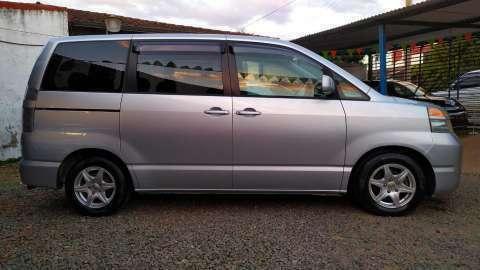 Toyota Voxy 2003 - 3