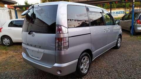 Toyota Voxy 2003 - 6