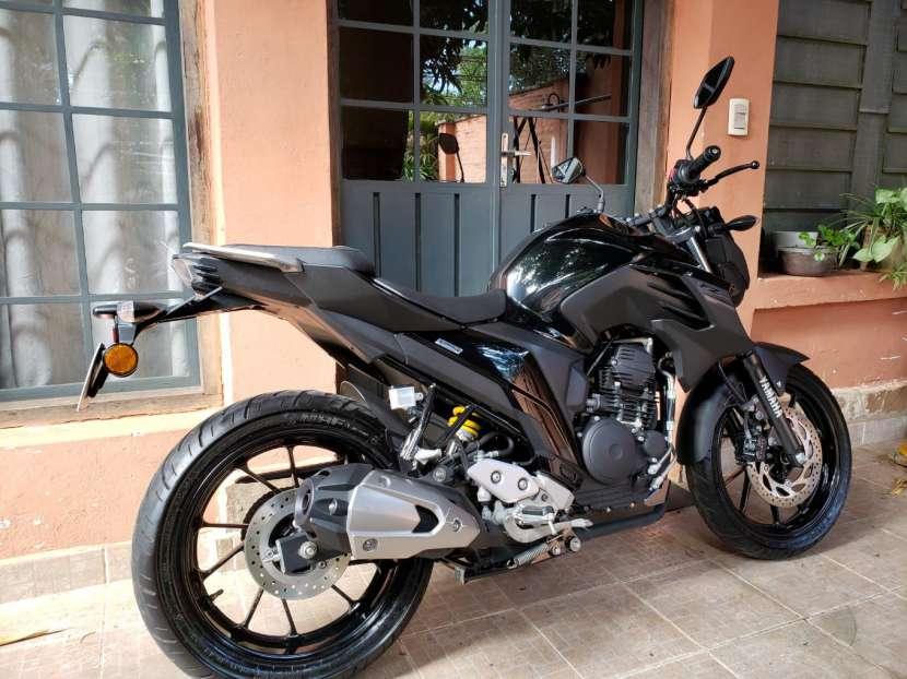 Moto Yamaha FZ25 2018 - 1