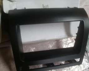 Adaptador de tablero para instalación de radio en Fiat Palio