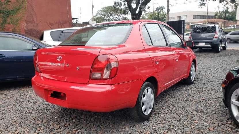 Toyota Platz 2002 rojo - 3
