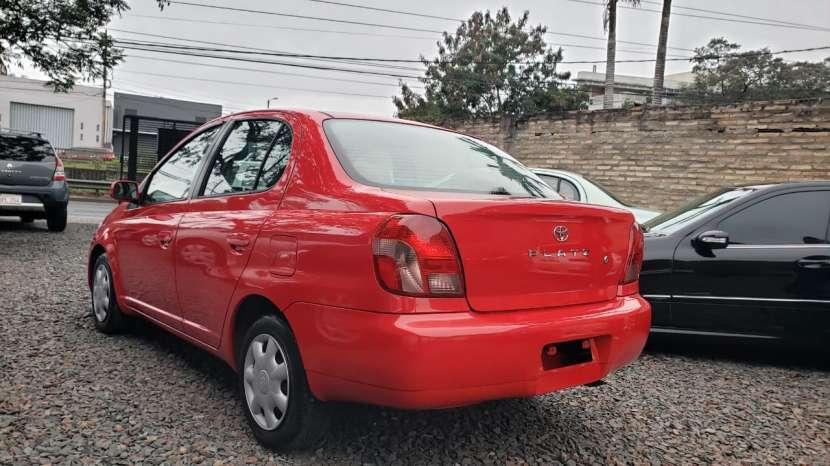 Toyota Platz 2002 rojo - 4