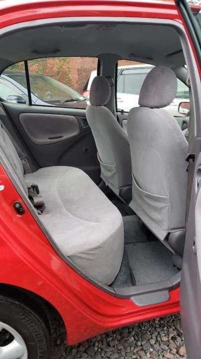 Toyota Platz 2002 rojo - 6