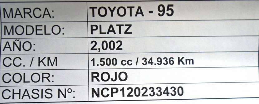 Toyota Platz 2002 rojo - 8
