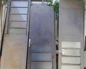 Puertas metálicas con vaivén
