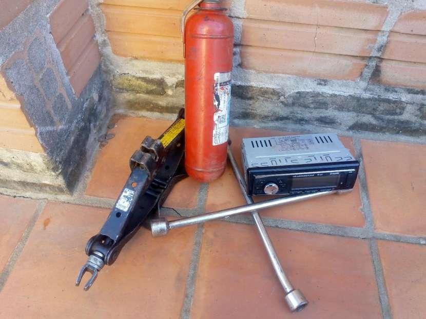 Gato autoradio extintor y llave de rueda - 0