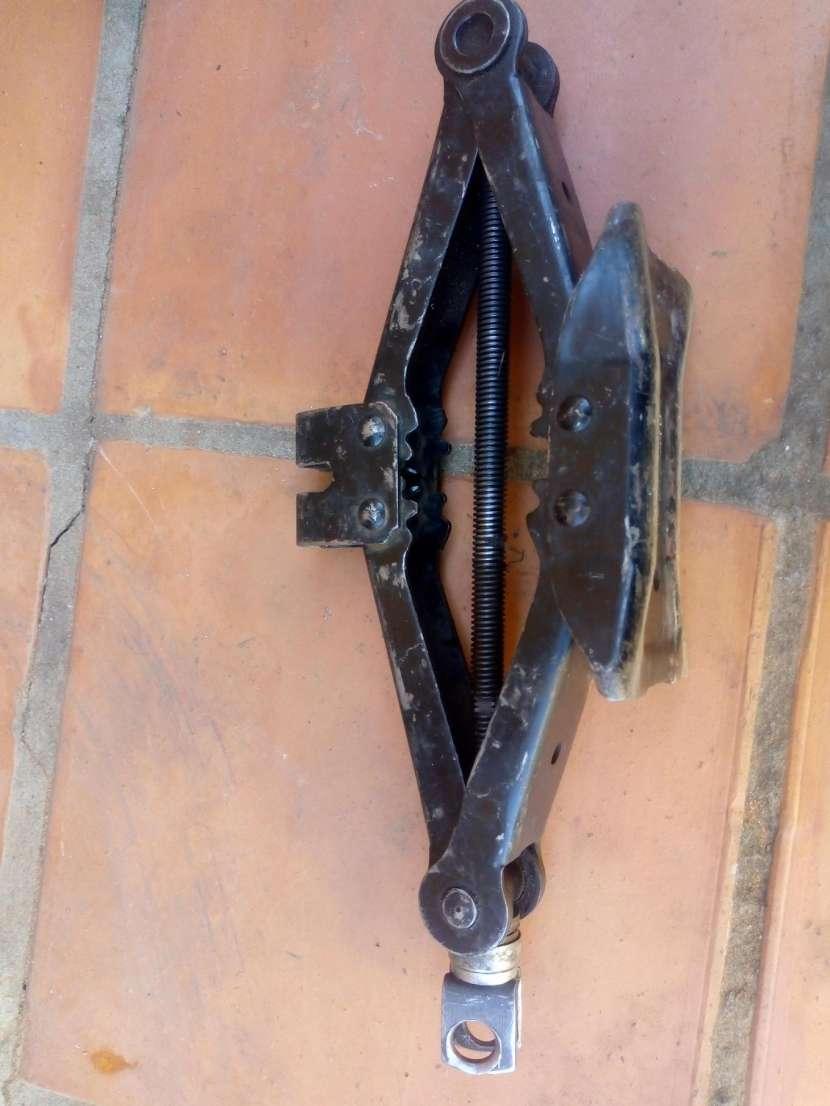 Gato autoradio extintor y llave de rueda - 3