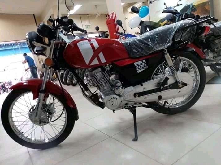 Moto Kenton - 2