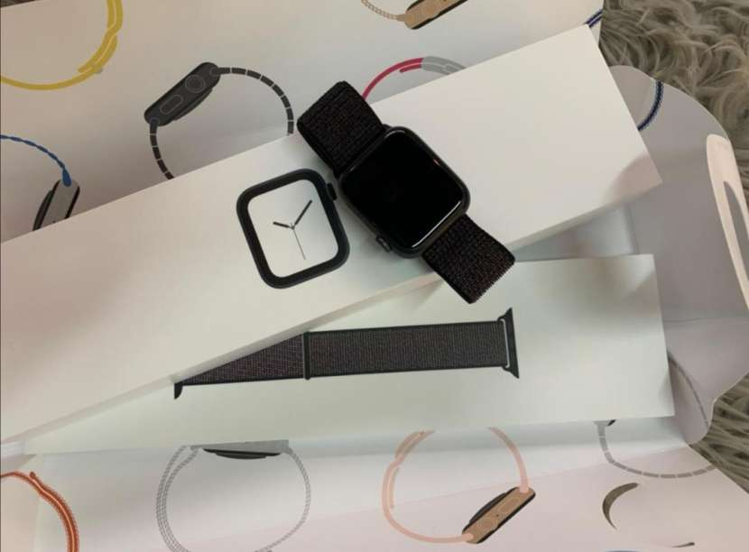 Apple Watch Serie 4 de 44mm - 2