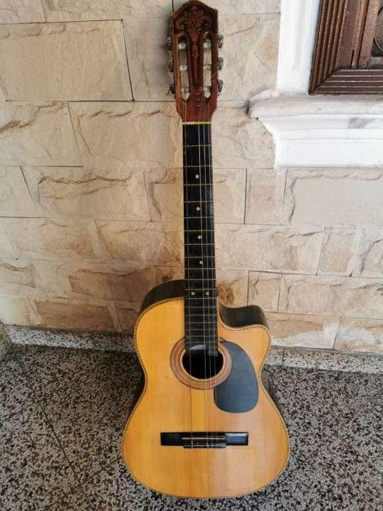 Guitarra criolla con estuche - 0