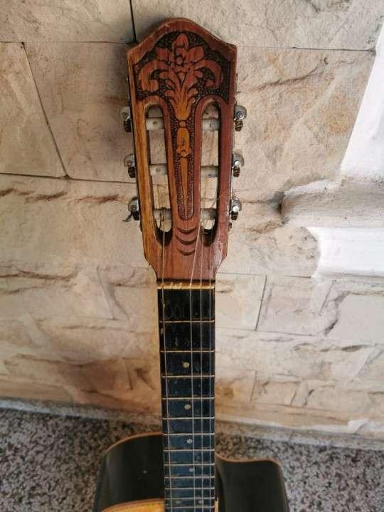 Guitarra criolla con estuche - 1